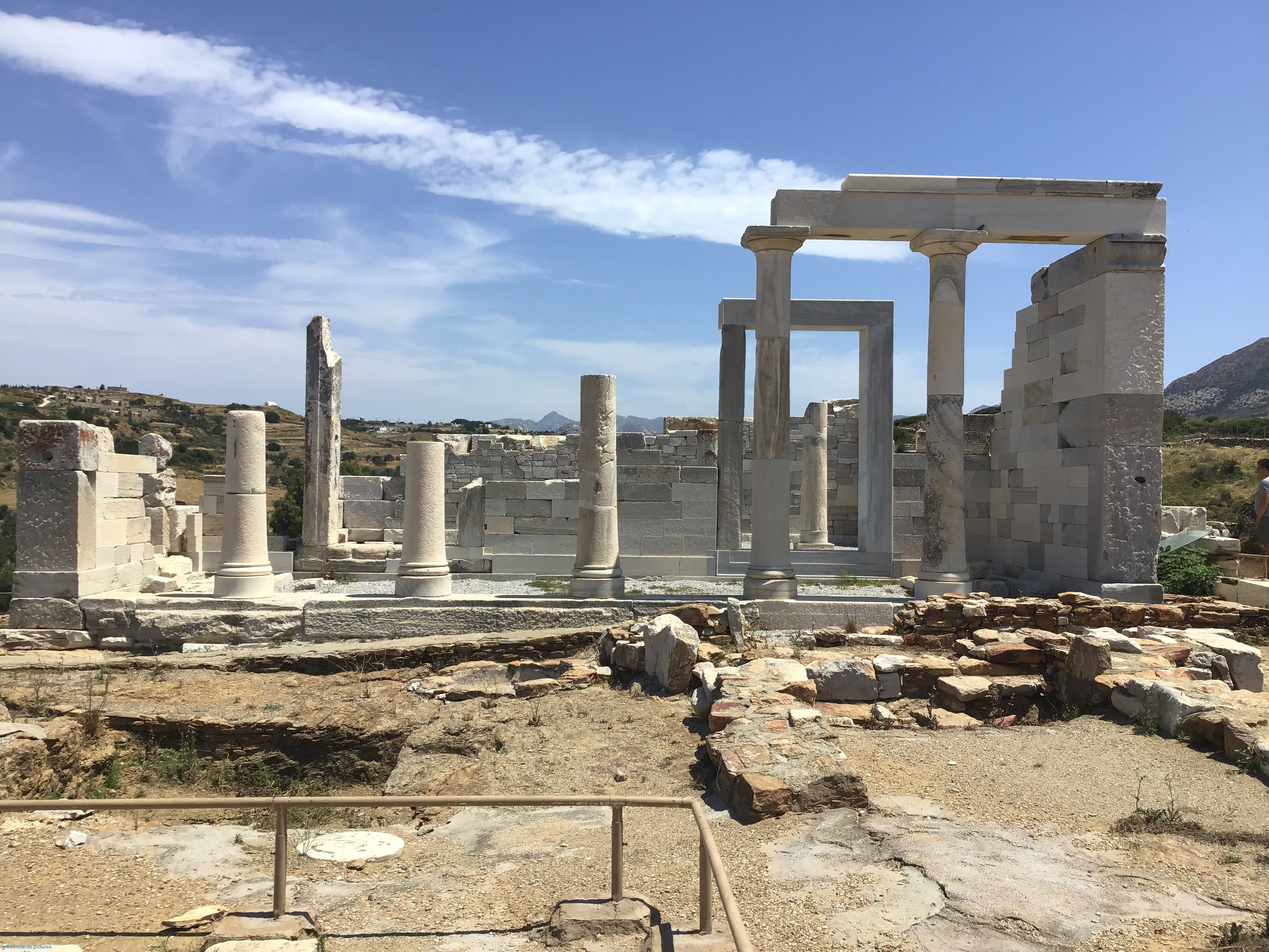 The temple is located in the area of Gyroula, south of the village of Sagri.